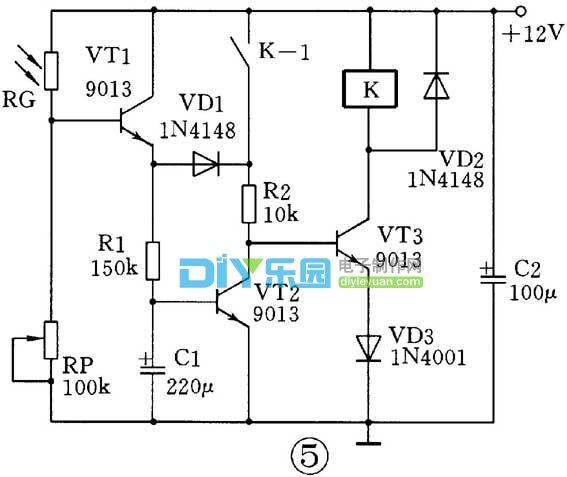 三极管组成的光控开关电路原理图
