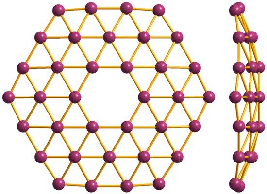 硼墨烯结构 原子级的硼 硼是科学家考虑用来研发二维材料的众多原料之一。硼原子算是一种很有趣的 建造材料 ,原因有下述几种。其一,它是一种半金属,既有着部分金属特性,又有一些非金属特性。作为一种二维材料,这意味着它可能会表现出一些独特的性状。 此外,硼有着特殊的成键能力。它的p轨道上有三个价原子,因此它最多可以形成三个化学键。硼原子可以形成坚固的共价键,即两个原子共用两个外层电子;或形成稳定的缺电子键,即三个原子共用两个原子。因此,硼可以形成有着不同三维结构的材料。 然而,绝大多数有关制造硼的二维材料的研