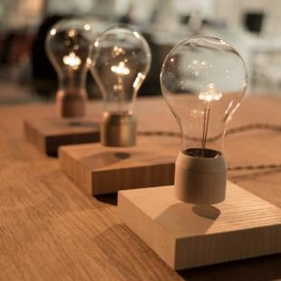 """这款颇具创意的产品——""""Flyte""""磁悬浮灯泡"""