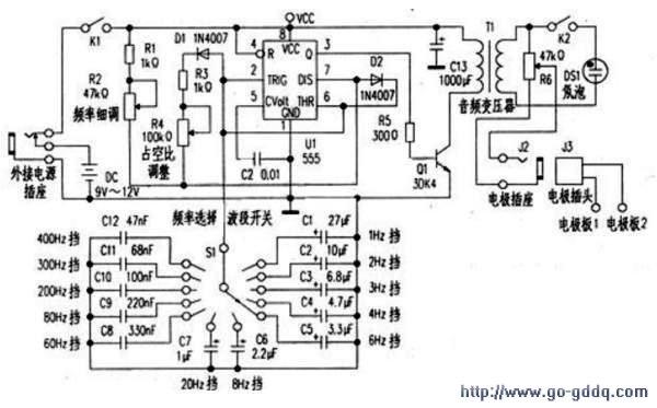 电路工作原理见附图,其核心是由555时基ic构成的多谐振荡脉冲发生器.
