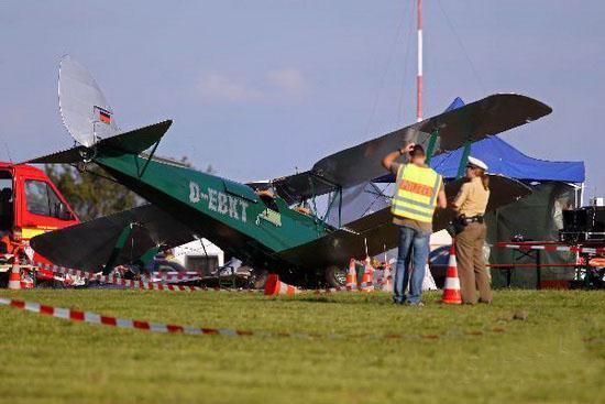 德国一架小飞机飞行表演发生事故致1死38伤